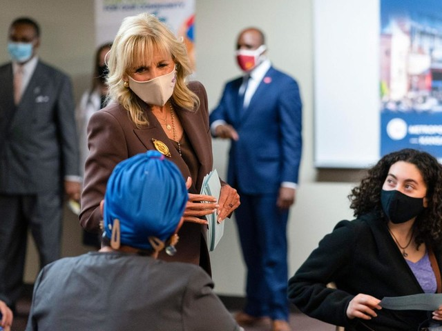 Community college leaders celebrate first lady's return
