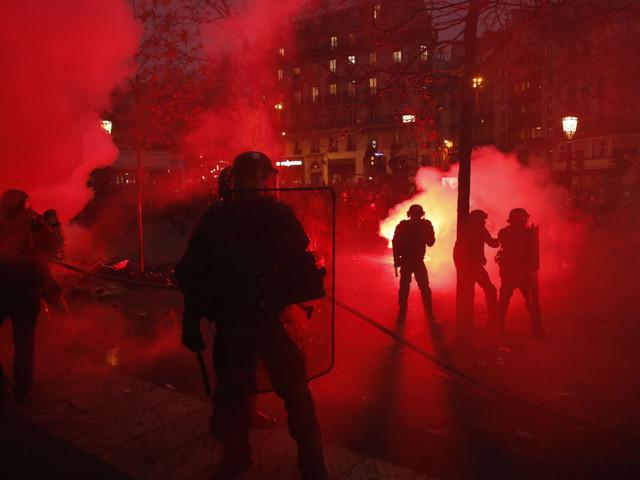Paris police use tear gas on demonstrators protesting pension reform