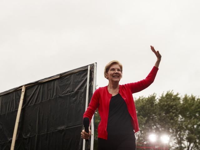 Elizabeth Warren edges out Joe Biden in Des Moines Register Iowa poll