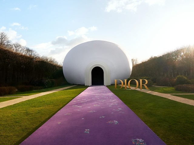 """US artist Judy Chicago designs """"The Female Divine"""" set for Dior couture show"""