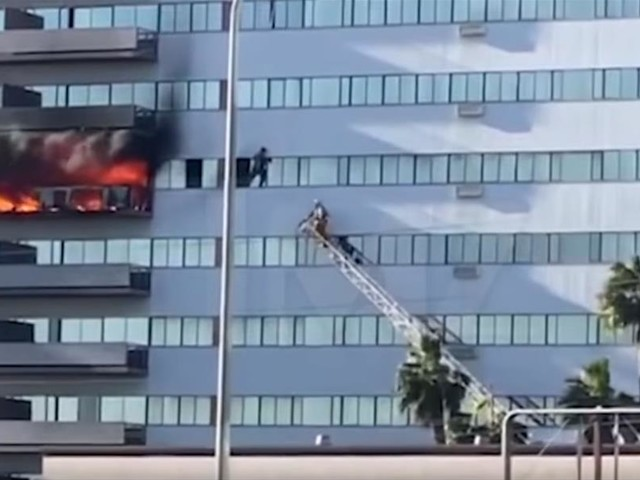 Terrified Residents Run to Roof in High-Rise Blaze