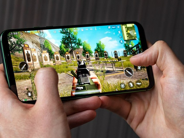 The Black Shark 2's pressure-sensitive screen makes mobile gaming better