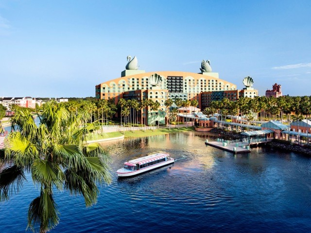 Walt Disney World Swan & Dolphin to Lay Off More Than Eleven Hundred Employees