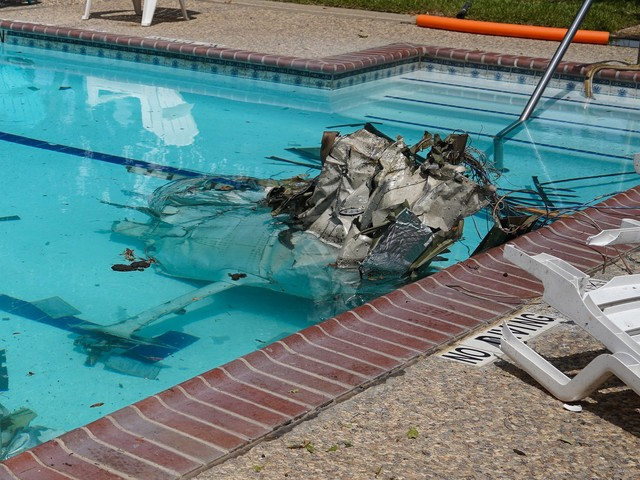 Small plane crashes into Katy community center, killing pilot