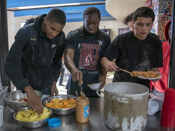 At new Minneapolis prep basketball academy, opportunity and uncertainty are teammates