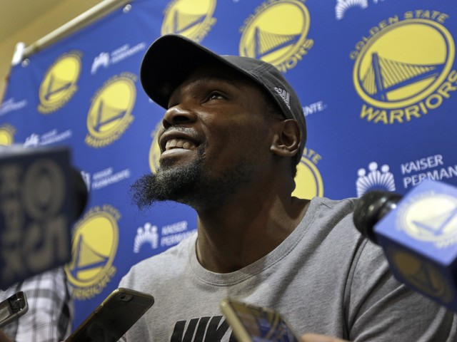 """Kevin Durant: """"We don't f--k' with President Trump"""