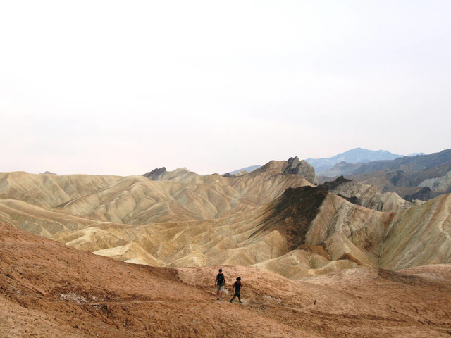 Death Valley trail treats hikers to splendid views