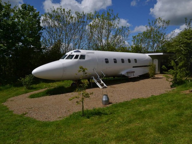 Spend a Night in a Private Jet With This Airbnb Rental