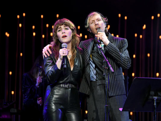 "Watch Jenny Lewis & Beck Cover ""Love Hurts"" At CORE Benefit Show"