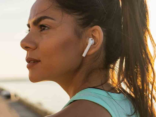 250 Scientists Highlight Concerns With Earbuds