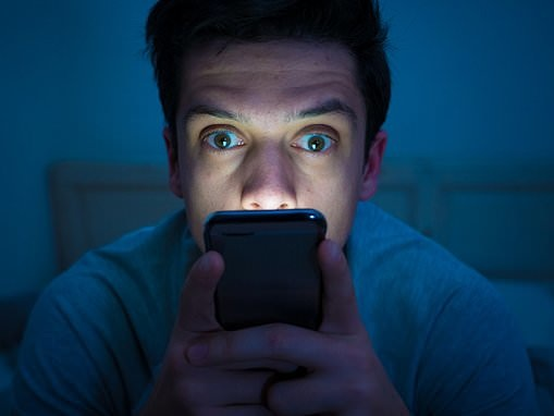 Psychology: More than a THIRD of young adults report smartphone addiction symptoms, study finds