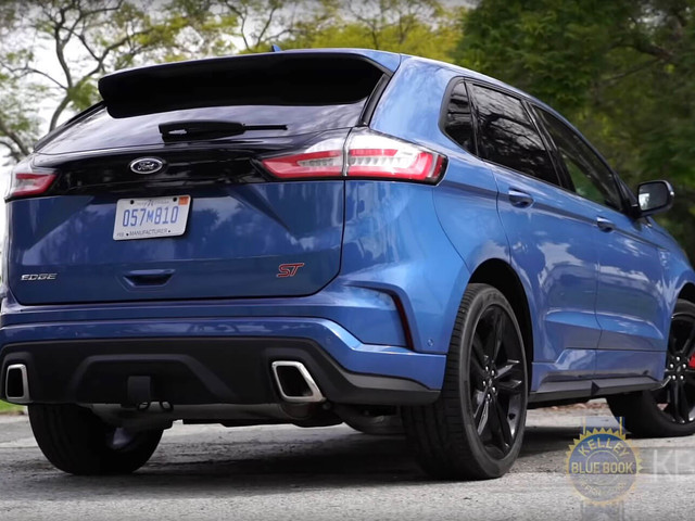 2019 Ford Edge ST Review: Is It Really Worth The Premium Over The Standard Models?
