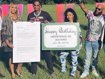 Moneybagg Yo Receives 28.8 Acres Of Land From GF Ari, $1.5 Million In Cash From Yo Gotti & Label, Rolex Watches & More For His Birthday!