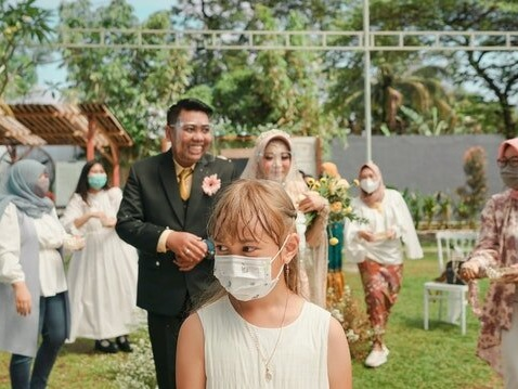 How to Plan a Backyard Wedding
