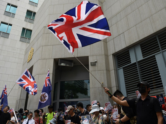 More violence in Hong Kong as protesters defy marching ban