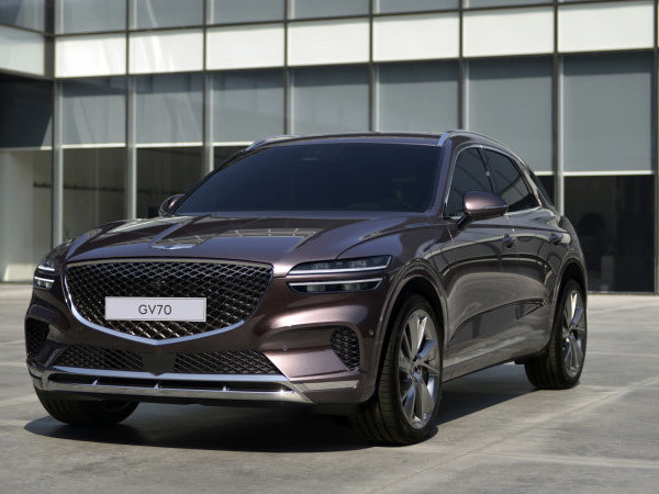 Genesis GV70 crossover revealed with curvaceous styling and colorful cabins