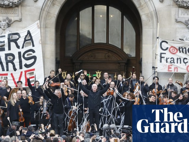 Police fire teargas as gilets jaunes protests return to Paris