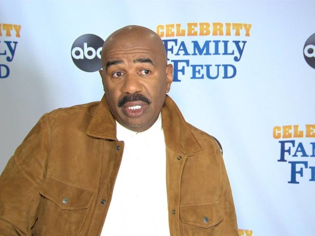 "Steve Harvey Clarifies ""Integrity"" Comments About Mo'Nique"