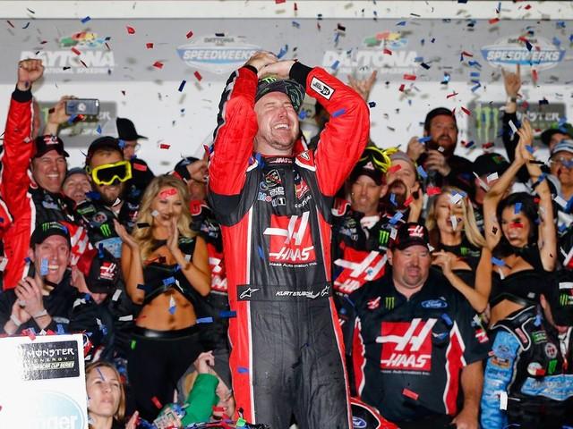 Kurt Busch re-signs with Stewart-Haas Racing