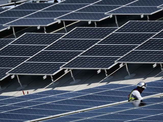 Fairfax County hopes solar panel deal saves on electric rates
