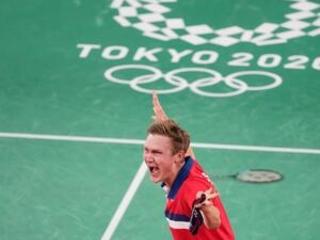Denmark's Axelsen wins badminton gold over China's Chen
