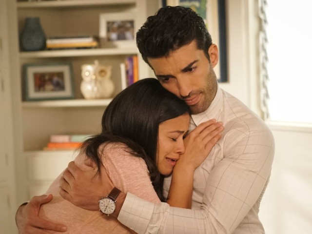 Jane The Virgin embraces crime in a big way to pump up the suspense