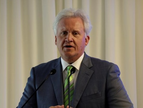 Jeff Immelt Steps Aside as GE Chairman, Months Ahead of Schedule