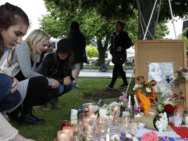Hundreds in New Zealand hold vigil for slain British tourist