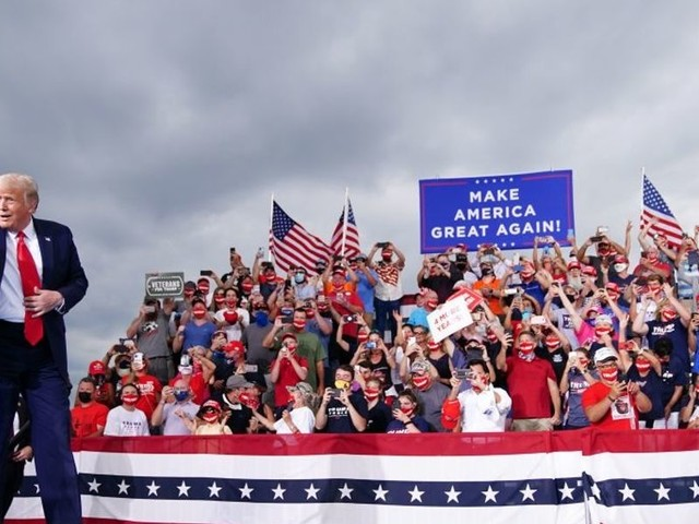 News outlet attempts to disparage mask-less Trump supporters, but nearly everyone in the photo was masked