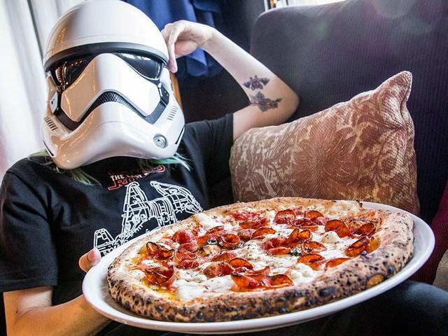 C-3PO pizza helps you celebrate The Last Jedi release