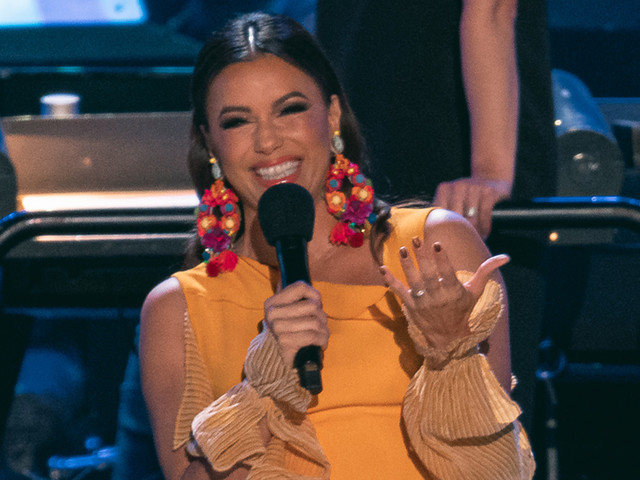 Eva Longoria Helps Bring 'Coco' to Life at the Hollywood Bowl!