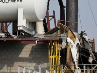 Paint plant explosion and fire kill 1, hurt 8; cause unclear