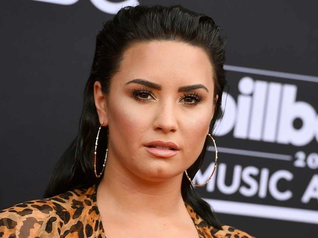 Demi Lovato Debuts a New Blonde 'Do For the Summer