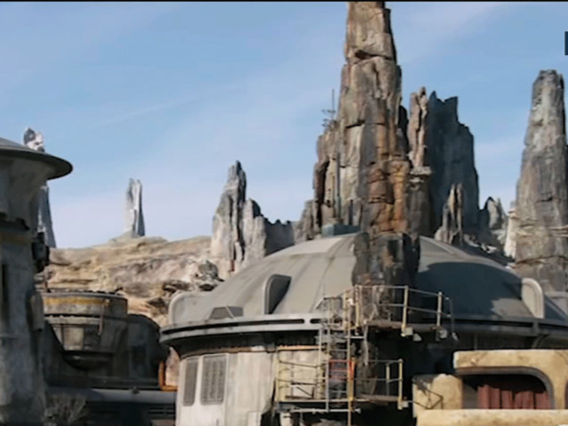 'Star Wars: Galaxy's Edge' reservation dates announced for new Disneyland attraction