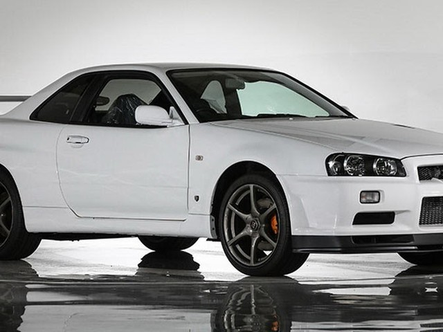 This Is What A Nissan Skyline R34 GT-R VSpec II Nür With 10km Looks Like