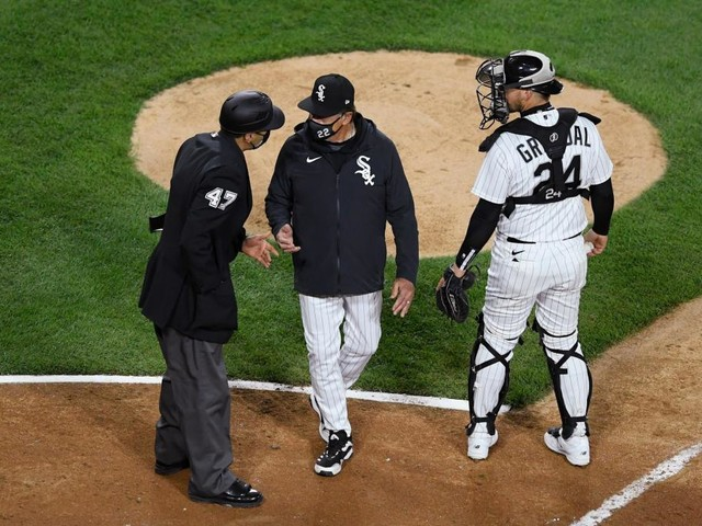 Tony La Russa's extra-inning gaffe stings White Sox in loss