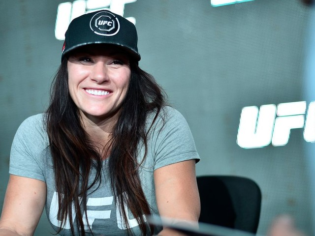 Former UFC title challenger Cat Zingano signs with Bellator