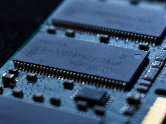 What's the Difference Between DDR2, DDR3, and DDR4 RAM?