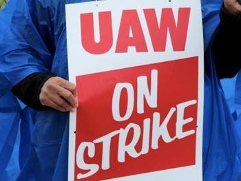 """GM CEO Reportedly """"In The Room"""" With UAW, Signaling Deal Could Be Close"""