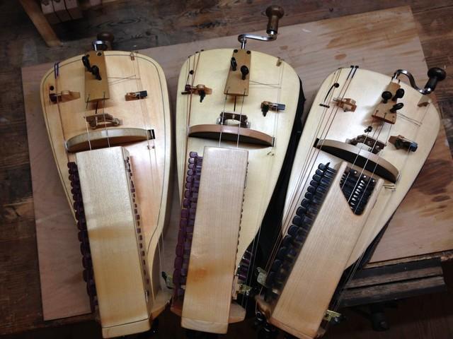 Post folk: when a hurdy gurdy meets MIDI, a new hybrid is born