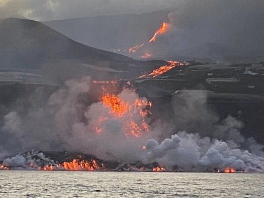 """Canary Island Residents Told To """"Stay Inside"""" After Toxic Cloud Emitted As Lava Reaches Sea"""