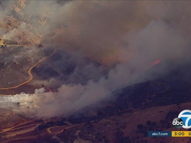 Firefighters battling brush fire near 91 Fwy in Anaheim