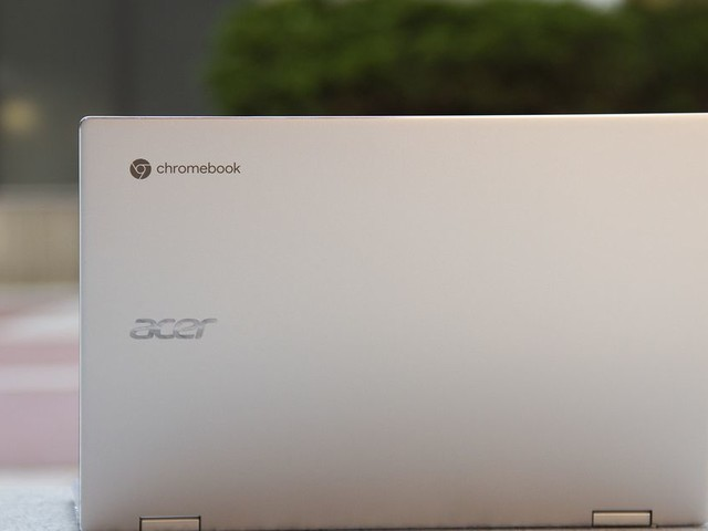 A missing ampersand locked some users out of their Chromebooks