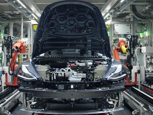 Tesla Temporarily Suspends Model 3 Production At Fremont Plant