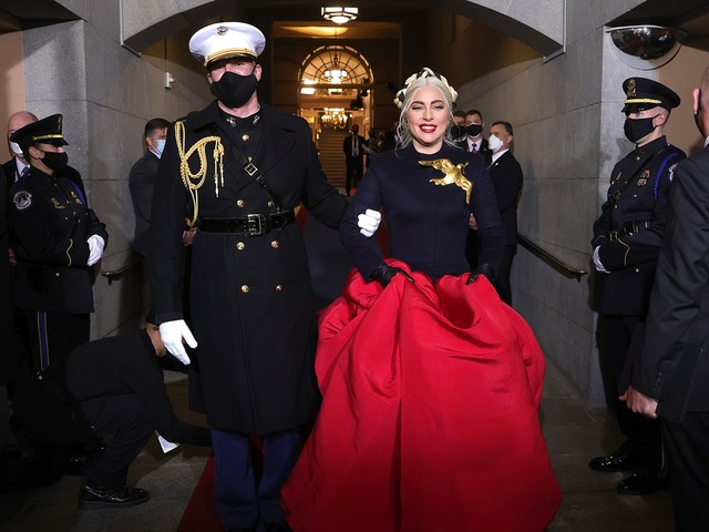 Lady Gaga's Inauguration Look Is A Symbol Of Hope — & Reminiscent Of The Hunger Games