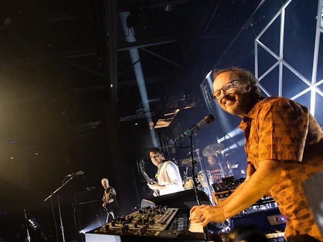 Vida Blue Debuts 'Checking Out' In Philadelphia
