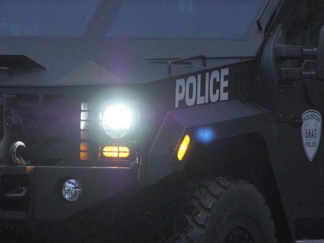 Child safe after hours-long SWAT standoff in east Houston