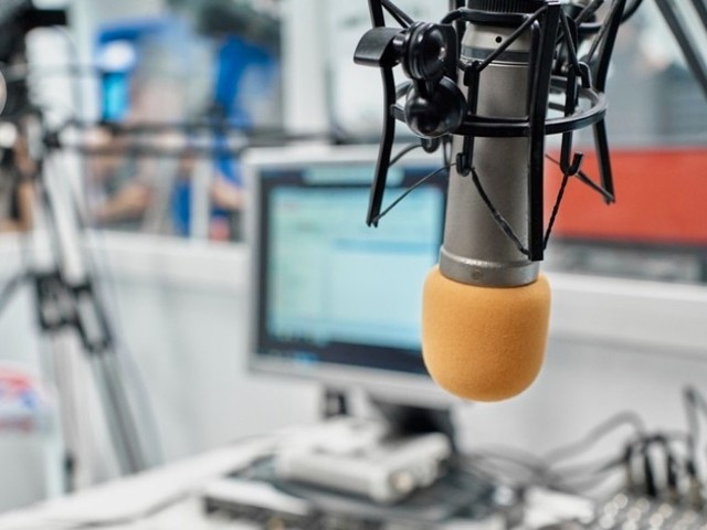 Radio days: science-communication tips from a panel-show scientist