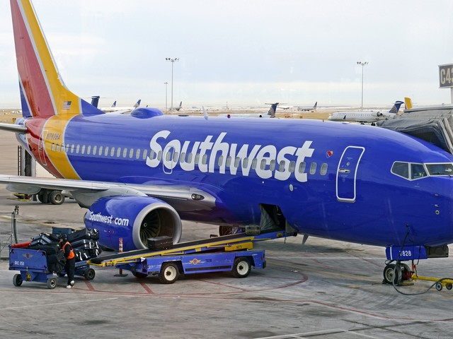 Southwest cancels mass flights, fights with union over vax mandate. What does this mean for holiday travelers?