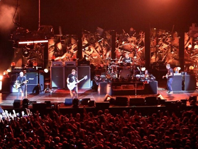 Pearl Jam Dusts Off Tom Petty & Bob Dylan Covers In London